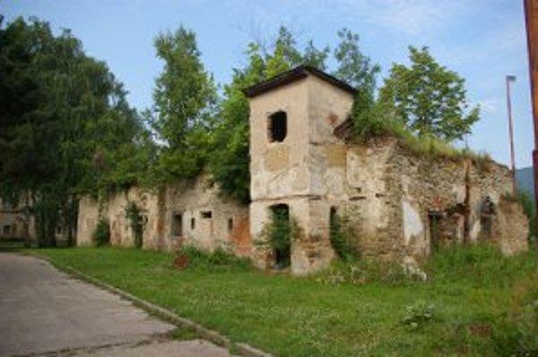 Baroková kúria v Zemianskych Kostoľanoch je v zlom stave.
