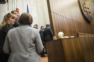 Vládna strana netajila, že kandidát opozície Maroš Žilinka je pre ňu neprijateľný.