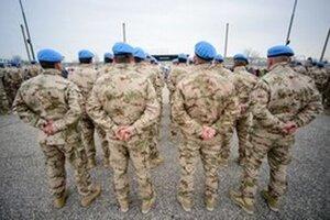 Vojaci pred odchodom na Cyprus.
