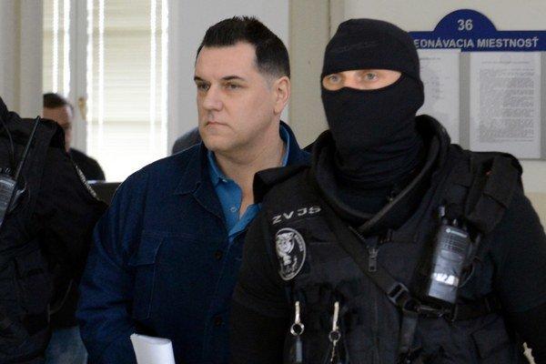 Černáka eskortovali na Okresný súd Bratislava 1.