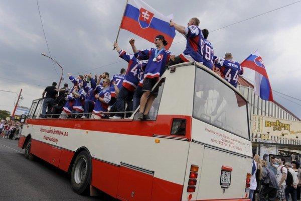Obyvatelia Slovenska sú hrdí na jeho históriu, šport a kultúru.