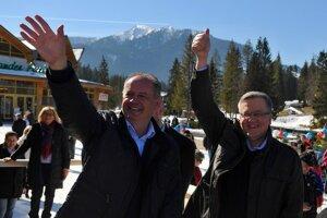Prezidenti Slovenskej a Poľskej republiky Andrej Kiska (vľavo) a Bronisław Komorowski.