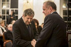 Izraelský veľvyslanec Ben–Zvi a prezident Andrej Kiska na odovzdávaní  ocenení.