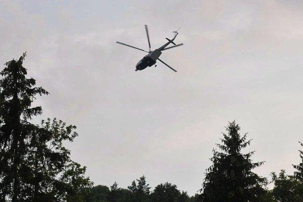 Po nezvestnom pátral aj policajný vrtuľník.