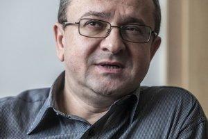 Alexander Duleba pochádza zo Svidníka, študoval na Ukrajine, vo Švédsku aj v Nemecku.