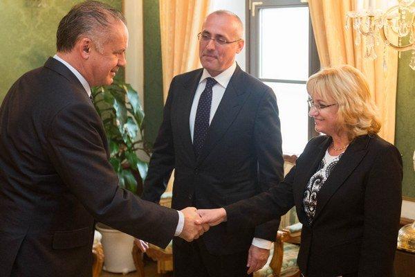 Prezident Andrej Kiska, minister spravodlivosti Tomáš Borec a predsedníčka Súdnej rady Jana Bajánková.