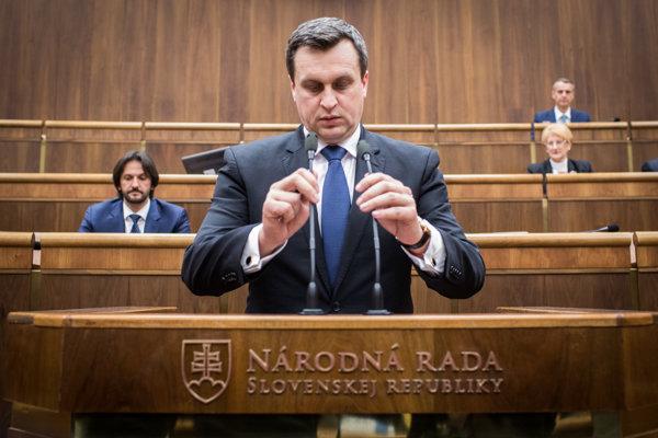 Predseda parlamentu Andrej Danko z SNS ťaží najmä zo zlej povesti svojho predchodcu Jána Slotu.