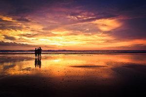 Kostarika ponúka sopečné pohoria s džungľou aj piesočné pláže v Karibiku.