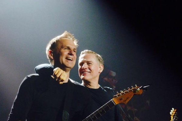 Bryan Adams aKeith Scott. Spolu hrávajú apriatelia sa 35 rokov.