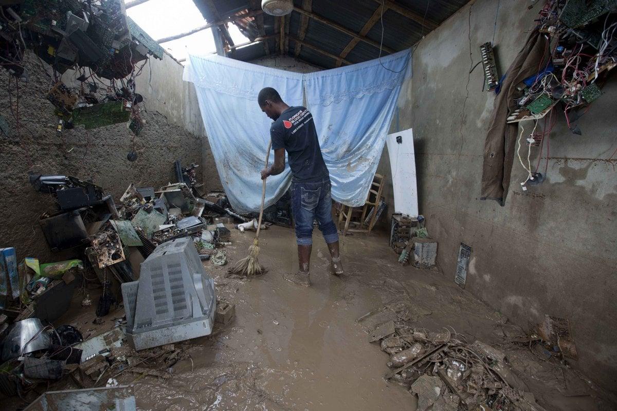Florida sa pripravuje na hurikán, Matthew zabíjal na Haiti