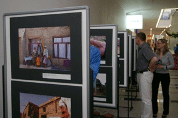 Na výstave SlovakAid môžu návštevníci vidieť 38 fotografií.