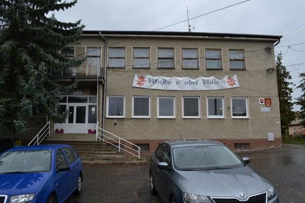 Kultúrny dom slúži aj ako sídlo obecného úradu.