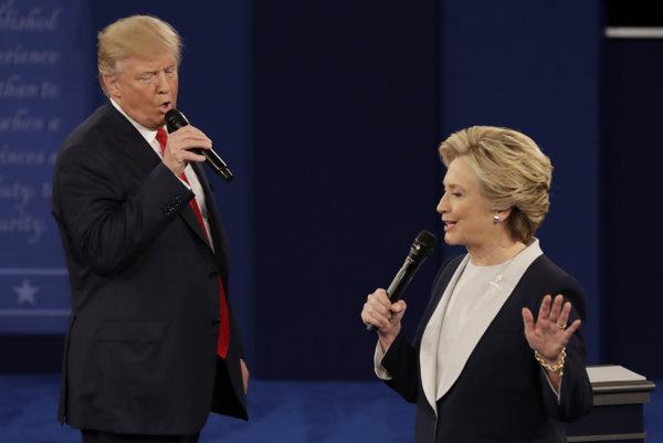 Clintonová a Trump si na záver ostrej debaty vymenili komplimenty.