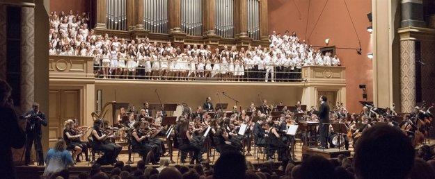 Koncert detského speváckeho súboru Čhavorenge s Českou filharmóniou.