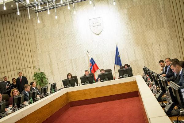 Pohľad do sály počas rokovania 31. schôdze vlády SR. Bratislava.