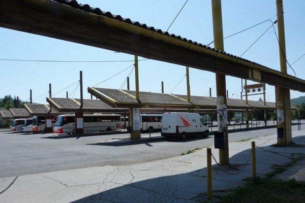 Autobusová stanica. Kamery zabezpečujú poriadok a bezpečnosť na stanici i v jej vnútorných priestoroch.