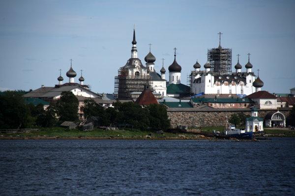 Kláštor na Soloveckých ostrovoch postupne dostáva pôvodnú podobu.