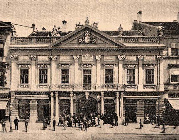 Stará radnica na začiatku 20. storočia.