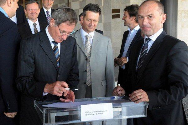 Pavol Hrušovský a Ľudovít Kaník sú opäť v spoločnom ťažení. Pred dvomi rokmi podpisovali petíciu za II. pilier.