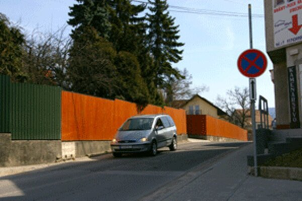 Po novom platí na Záhradníckej ulici v Prievidzi zákaz zastavenia.