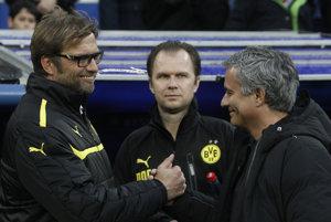 Už sa stretli. Klopp (vľavo) viedol Dortmund, Mourinho madridský Real.