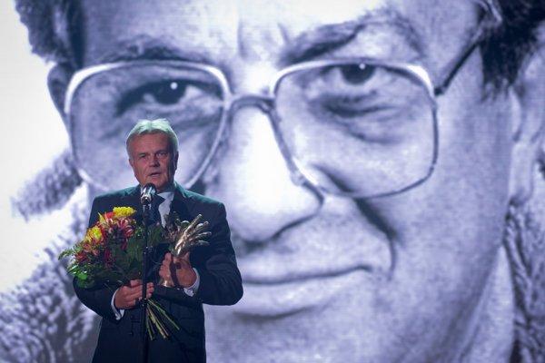 Na snímke Michal Knazek, ktorý prebral cenu In memoriam pre Jána Cibuľu.