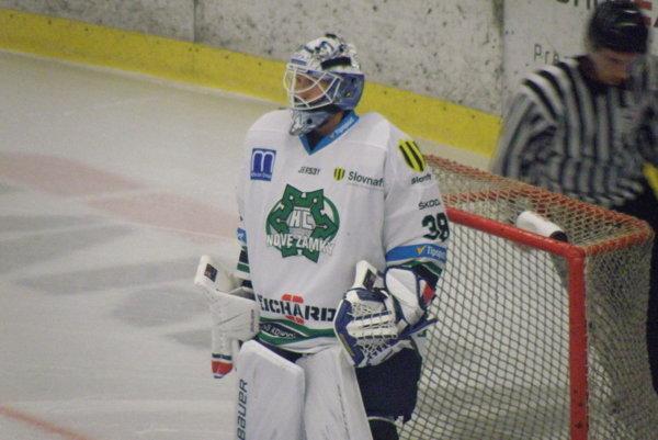 Švédsky brankár Joakim Lindström bol jedným z hlavných strojcov senzačného víťazstva Novozámčanov v Košiciach.