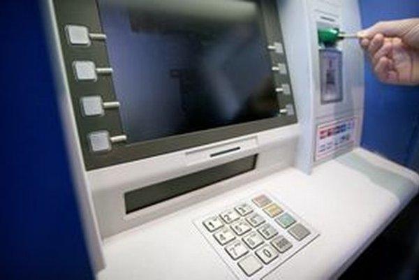 Gang kradol celé bankomaty.