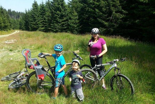 Aktívny oddych. Okrem pilatesu rada zájde s deťmi na bicykle.
