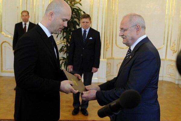 Ivan Gašparovič (vpravo) so šéfom SIS Jánom Valkom. Tajná služba nehovorí, či už kontaktovali Kisku.