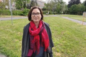 Barbora Segíňová má doma mesačné dievčatko. Nápad primátora odvolať ju z funkcie a tým aj vyhodiť ju z podniku počas materskej dovolenky, ju šokoval.
