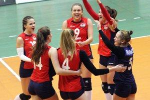 Študentky Športového gymnázia v Nitre po dvoch prehrách s favoritmi opäť bodovali naplno.