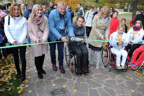 Paralympijských medailistov budú pripomínať tabuľky na chodníku.