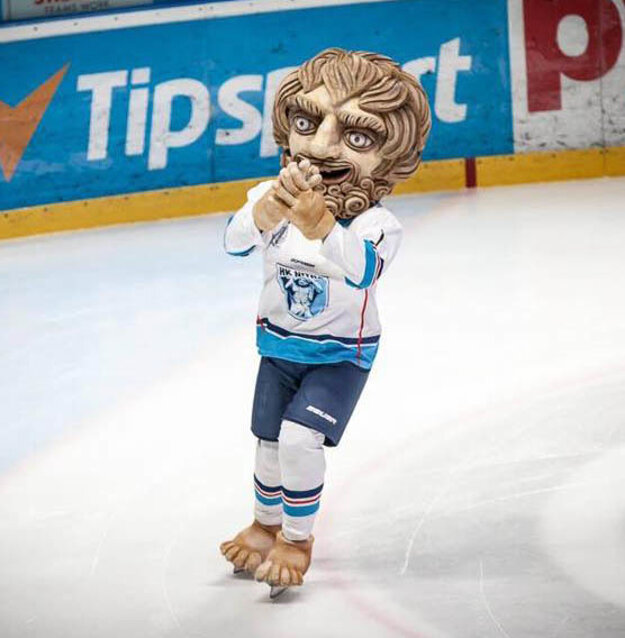 V nedeľu sa fanúšikom predstavil maskot Corgi.