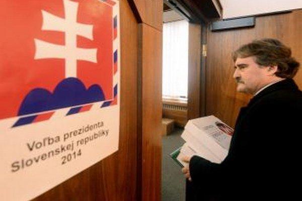 Prezidentský kandidát SMK Gyula Bárdos.