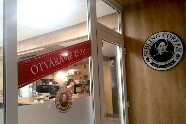 Nová nemocničná kaviareň. Otvára sa dnes. Predtým tu bola roky predajňa kníh.