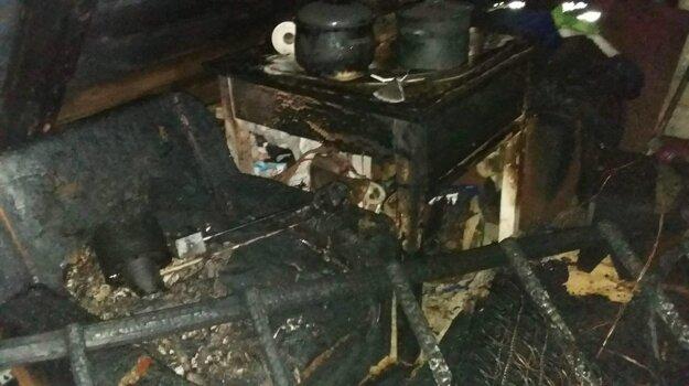 Takto vyzeral interiér po požiari.