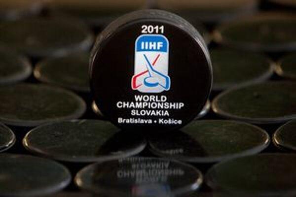Pre majstrovstvá sveta v hokeji na Slovensku puky vyrábajú Česi.