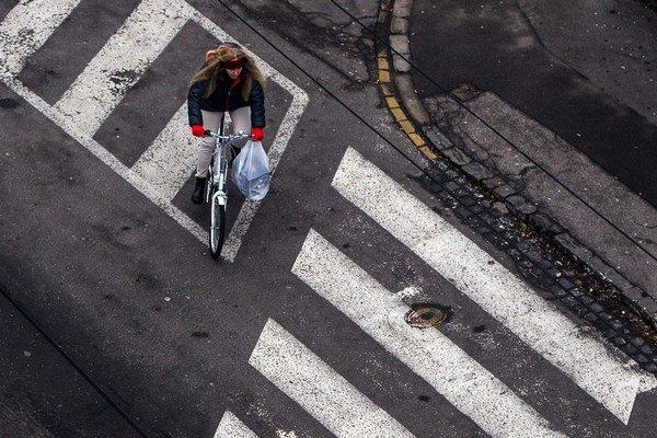 Na bicykli u nás ľudia jazdia skôr na vidieku ako v meste.