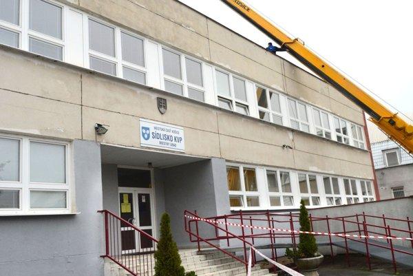 Miestny úrad. Vspore medzi poškodenou Košičankou aKVP ťahá za kratší koniec mestská časť.