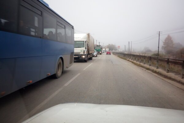 Na ceste z Rakovej do Čadce sa tvoria kolóny.