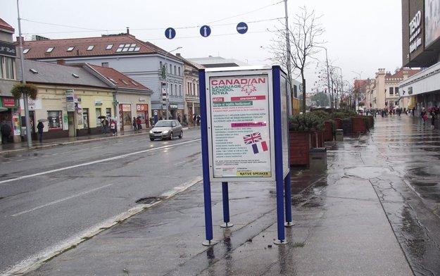 Spoločnosť Ardsystém prevádzkuje v Nitre aj turistický informačný systém. Jeho súčasťou je komerčná reklama.