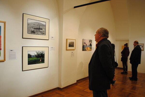 Pocta Martinovi Martinčekovi. Predstavuje tvorbu súčasných fotografov.