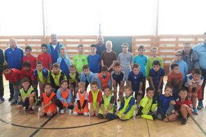 Účastníci zrazu vrámci projektu Futbal pre naše deti.