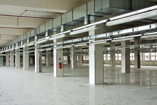 Zrekonštruované priestory priemyselného parku¶. Do konca roku 2017 by tu malo nájsť prácu 70 Bardejovčanov. (Zdroj: Mario Hudák).
