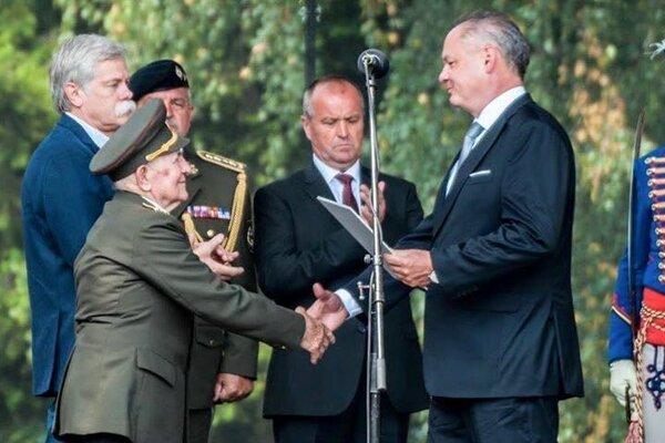 Ludvika Šestáka povýšil do hodnosti generál prezident Andrej Kiska.
