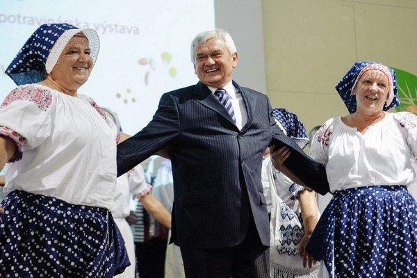 Minister Ľubomír Jahnátek pamätá na svojich rodákov.