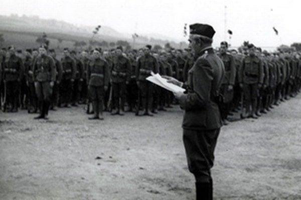 Čítanie armádneho rozkazu hlavného veliteľa čs. brannej moci, armádneho generála Ludvíka Krejčího z 30. septembra 1938, v ktorom bola vojakom vysvetlená zmena situácie po Mníchovskej zrade