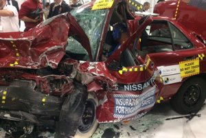 Crash test organizácií Global NCAP a Latin NCAP postavil proti sebe dva modely Nissanu