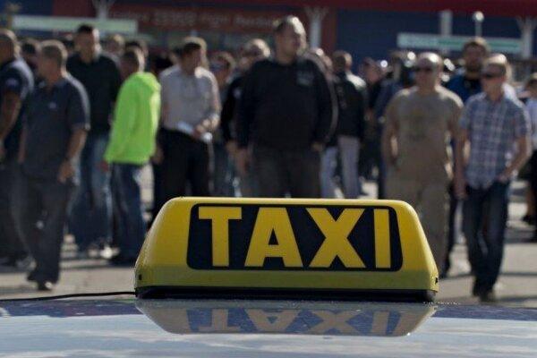 Taxikári pod drobnohľadom colníkov